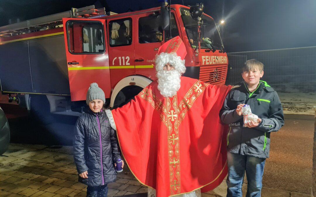 Unser Nikolaus kam im Feuerwehrauto